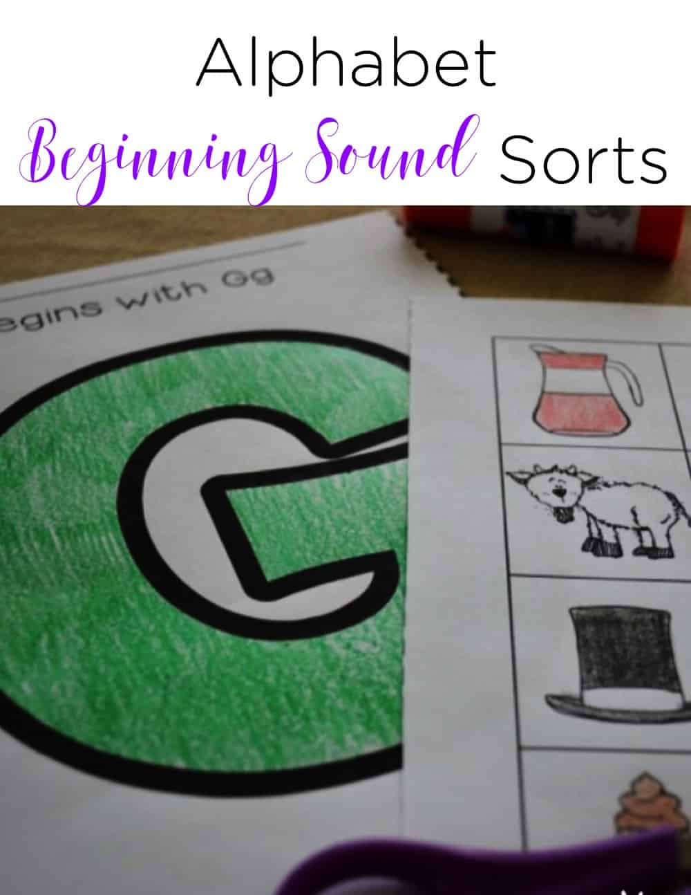 Beginning sound activities that are engaging, hands on, and help students practice scissors skills are perfect for the beginning of the year! I love that they fit in a phonics interactive notebook, too! #beginningsounds #literacycenters #balancedliteracy #kindergarten #firstgrade #homeschool