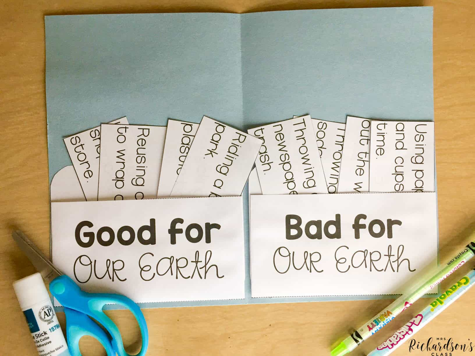 Compile all of your earth day activities into one with this earth day pocket book sort! It's great for kindergarten or first grade classrooms as they celebrate earth day!