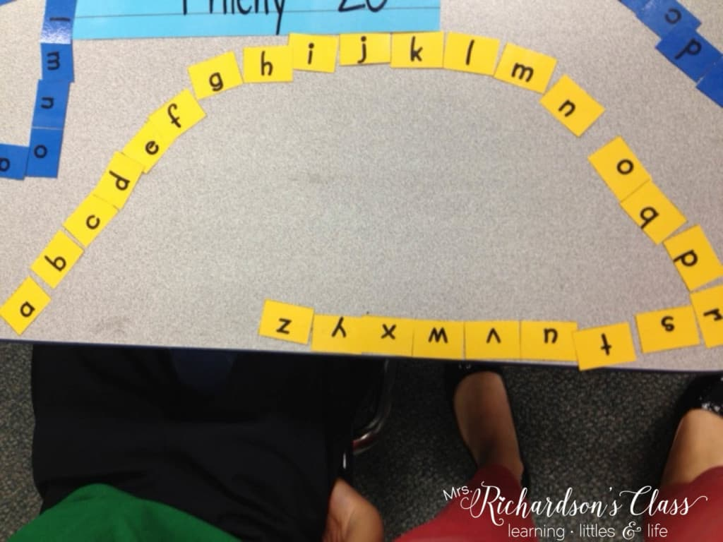 Tackel kindergarten word work with Words Their Way. Read all about the routine in my classroom for word work with my little readers! #wordwork #guidedreading