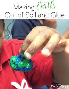 Create your own earth day necklace with this simple DIY tutorial. Kindergarten and first grade students are sure to ben engaged as they complete this earth day activity.