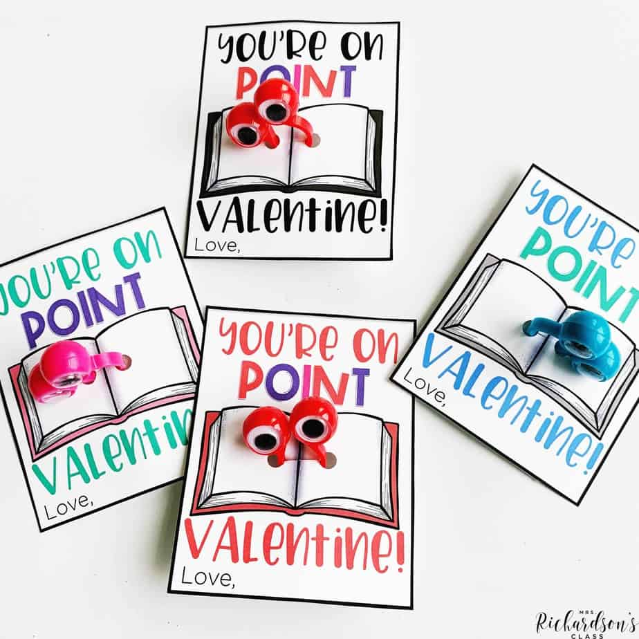 This candy free valentine freebie is sure to be a hit with your little readers! Grab the FREE printable, add googly eyes, and let your little readers read with this fun reading finger.